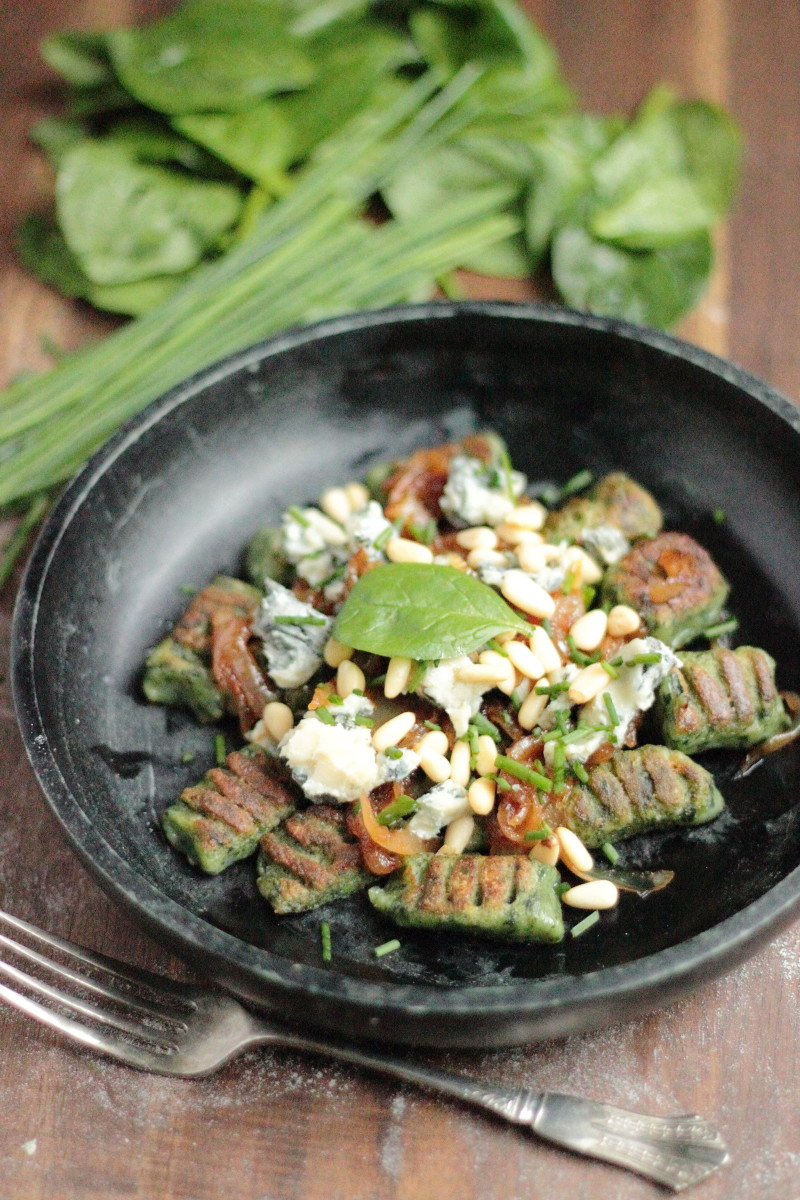Spinach gnocchi with caramelized onions and gorgonzola | Figs & Pigs