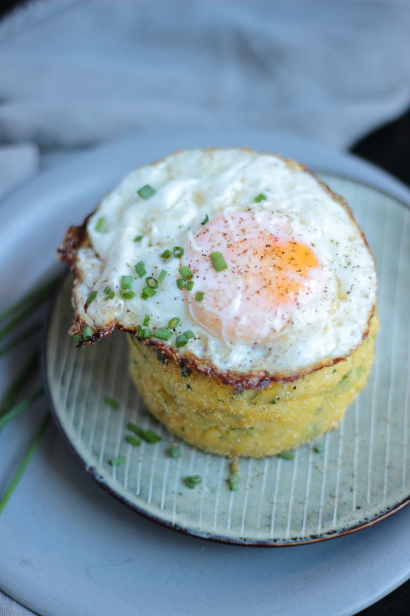 fried egg polenta cake