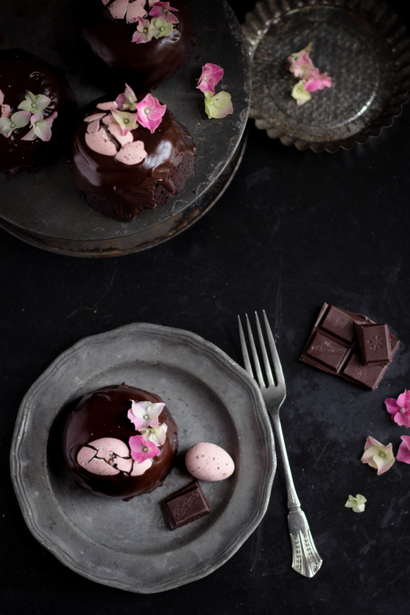 Chocolate amaretto Easter cakes