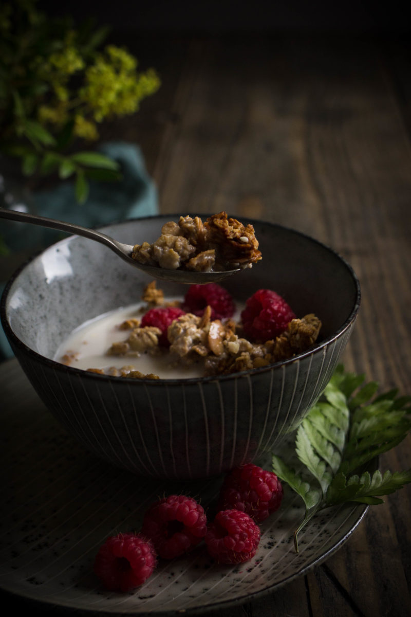 Banana, almond and tahini granola